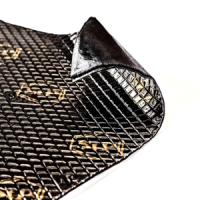 Вибропоглощающий материал для авто Bimast Bomb Premium Вибропоглощающий материал для авто Bimast Bomb Premium – вибропоглощающий битумно-мастичный материал, предназначенный для шумоизоляции самых вибронагруженных зон автомобиля. Обладает герметизирующими свойствами и защищает кузов от коррозии. Увеличивает жесткость металла. Зона нанесения: Bimast Bomb Premium монтируется первым слоем на щиток моторного отсека, колесные арки, пол салона и пол багажника. Состав: слой алюминиевой фольги; липкий битумно-мастичный слой (эластичный битумный слой Q1 и мастика на основе LIGHT-рецептуры); защитная антиадгезионная бумага. Условия монтажа Bimast Bomb Premium: Вибропоглощающий материал для авто монтируется на чистые сухие окрашенные металлические поверхности, в том числе со сложным рельефом. Для очистки поверхности от загрязнений рекомендуется пользоваться водой с нейтральными моющими средствами, не содержащими органических растворителей и щелочи. Замасленные поверхности необходимо обезжирить растворителем и высушить. Температура рабочего помещения, где проводится монтаж, должна составлять 18-30°С. Перед монтажом с листа материала частично снимается антиадгезионная бумага. Липкая часть листа накладывается на край монтажной поверхности, прогревается тепловым феном и прикатывается с помощью валика до полного разглаживания тиснения. Постепенно, по мере отслаивания антиадгезионной бумаги, прогревается и прижимается к металлу оставшаяся часть листа. Перед началом работ убедитесь в правильности кроя материала, поскольку при демонтаже повторное использование материала невозможно. Монтаж на загрязненные и корродированные металлические поверхности не допускается. Вибропоглощающий материал для авто Внимание! Избегайте образования воздушных пузырей между материалом и обрабатываемой поверхностью. Технические характеристики: Рекомендуемы зоны обработки щиток моторного отсека, пол салона, багажник, колесные арки Толщина 4,2 мм Масса на 1 м.кв. не более 5,8 кг КМП при температуре +10°С 0,6 е