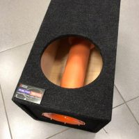 Короб под сабвуфер размером 10 дюймов на трубе 110 мм